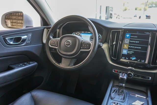Pre-Owned 2018 Volvo XC60 T5 Momentum